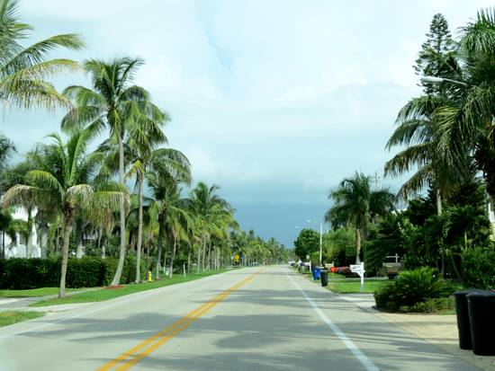 Driving through Bonita Beach on Hickory Blvd