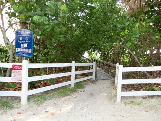 Beach access in Bonita Beach, Florida