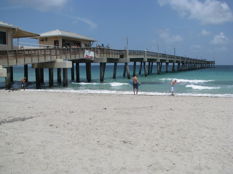 Dania Beach Pier, viewed from the beach.