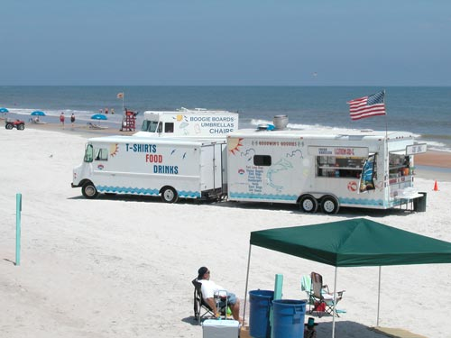 vendors and snacks on Daytona Beach