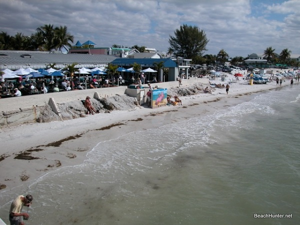 Beachfront bars and restaurants on Fort Myers Beach, FL