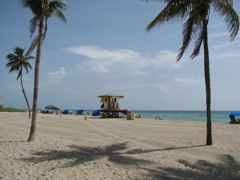 Hollywood Beach and lifeguard tower