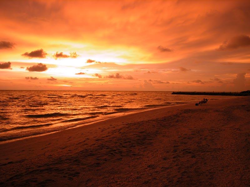 http://www.beachhunter.net/images/sunsets/sanibel_sunset_7347_web.jpg