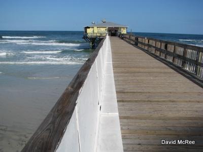 Best beaches near orlando sunglow pier daytona beach for Daytona beach fishing